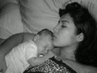 Ex-BBB Priscila posta foto de momento de dengo com o filho