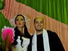 Belo e Gracyanne são padre e noiva de casamento caipira na Mangueira