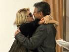 Antônia Fontenelle e Marcos Paulo trocam beijos em fila de cinema