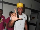 'Estou namorando e muito feliz', conta Léo Santana