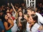 Daniel Rocha faz sucesso com a mulherada em show sertanejo