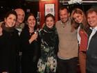 Drica Moraes reúne amigos e parentes em bar no Rio