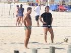 Renato Gaúcho joga futevôlei na praia de Ipanema