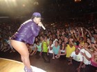 Livre de joelheira, Mulher Melancia se solta mais em show