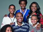 Anderson Silva posa com os cinco filhos