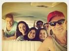 Débora Nascimento posta foto com elenco em bastidores de 'Avenida Brasil'