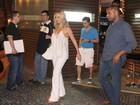 Eliana janta em restaurante no Rio
