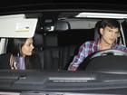 Ashton Kutcher vai com Mila Kunis a festa e se irrita com os paparazzi