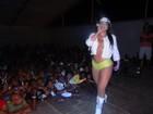 Com microshort fosforescente, Mulher Melancia faz show em Cabo Verde