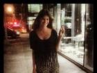 Com roupa larga, Carol Francischini faz sinal de paz e amor no Twitter