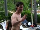 Tom Cruise e Suri se divertem em parque aquático nos EUA