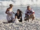 Com Sophie Charlotte, Carolinie Figueiredo leva a filha à praia no Rio