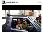 Rihanna posta foto ao lado de Oprah: 'Olha quem apareceu'