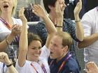 Kate Middleton comemora e mostra parte da barriga em jogo de tênis