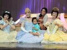 Luciele Di Camargo e Gabriela Duarte levam filhas a show da Disney