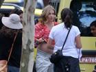 Angélica exibe barrigão em dia de gravação com o ex-jogador Raí