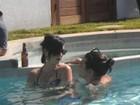 Katy Perry e John Mayer curtem festa na piscina em clima de intimidade