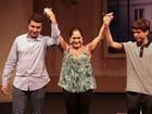 Susana Vieira se emociona e chora com a presença dos netos em peça