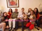 Pedro Leonardo aparece sorridente em foto ao lado da filha