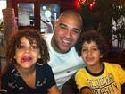 Adriano Imperador sobre os filhos: 'Passo os valores da comunidade'