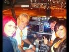 Babi Rossi e Thais Bianca fazem a alegria de pilotos em viagem de avião
