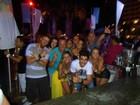 Gusttavo Lima curte festa com Peladona de Congonhas em Ibiza