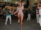 Vice do Miss Bumbum mostra demais em ensaio de escola de samba