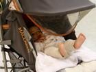 Cynthia Howlett viaja com o filho caçula