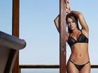 Panicat Carol Narizinho posa de lingerie para ensaio