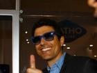 Com dedo quebrado, Gianecchini participa de evento em São Paulo