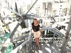 Carol Abras, a Begônia de 'Avenida Brasil', posa em topo de prédio em SP: 'Amo essa Selva de Pedra'