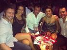 Ex-BBB Laisa divulga foto com namorado e amigos em barzinho