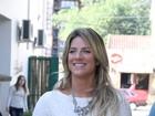 Toda sorridente, Giovanna Ewbank passeia em Gramado