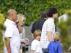 Sharon Stone vai às compras com o namorado e os filhos