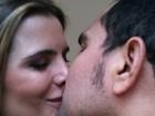 Luciano posta foto de beijo e se declara à mulher em rede social