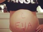 Angélica posta foto da barriga pintada com o nome da filha