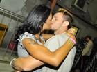 Ariadna leva o noivo italiano para pagode no Rio: 'Ele tem gingado'
