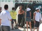 Sem camisa, Marcos Pasquim grava 'Cheias de Charme' em praia no Rio