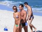 Malvino Salvador curte praia com Sophie Charlotte