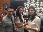 Camila Rodrigues visita feira de noivas e fala sobre casório na praia: 'Rústico'