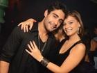 Milena Toscano curte noite ao lado do atual namorado e do ex