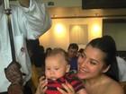 Priscila Pires posta foto do filho no rodízio: 'Hipnotizado com as carnes'