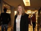Vera Fischer chama a atenção com blusa transparente em show no Rio