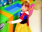 Ticiane Pinheiro posta foto da filha vestida de Branca de Neve