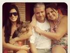 De biquíni, Babi Rossi curte fim de semana de sol em família