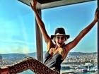 Bar Refaeli se diverte em Barcelona e posta foto