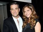 Robbie Williams leva a mulher grávida a premiação em Londres