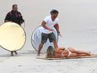 Graciella Carvalho, do 'Malícia', faz ensaio sensual na praia