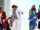 Júlia Lemmertz quase cai em aeroporto do Rio