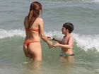 Nívea Stelmann exibe corpão em dia de praia no Rio